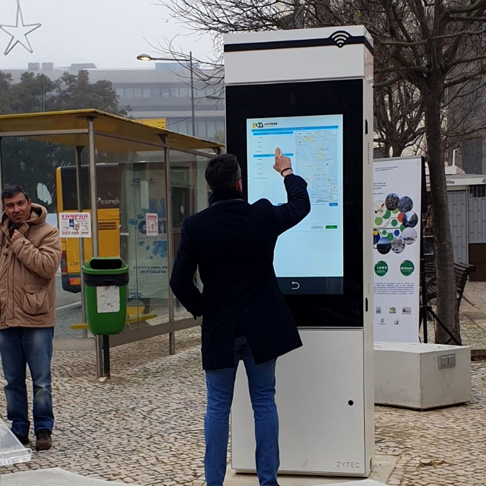 Municipality of Loures: Technological artery with digital billboard by PARTTEAM & OEMKIOSKS