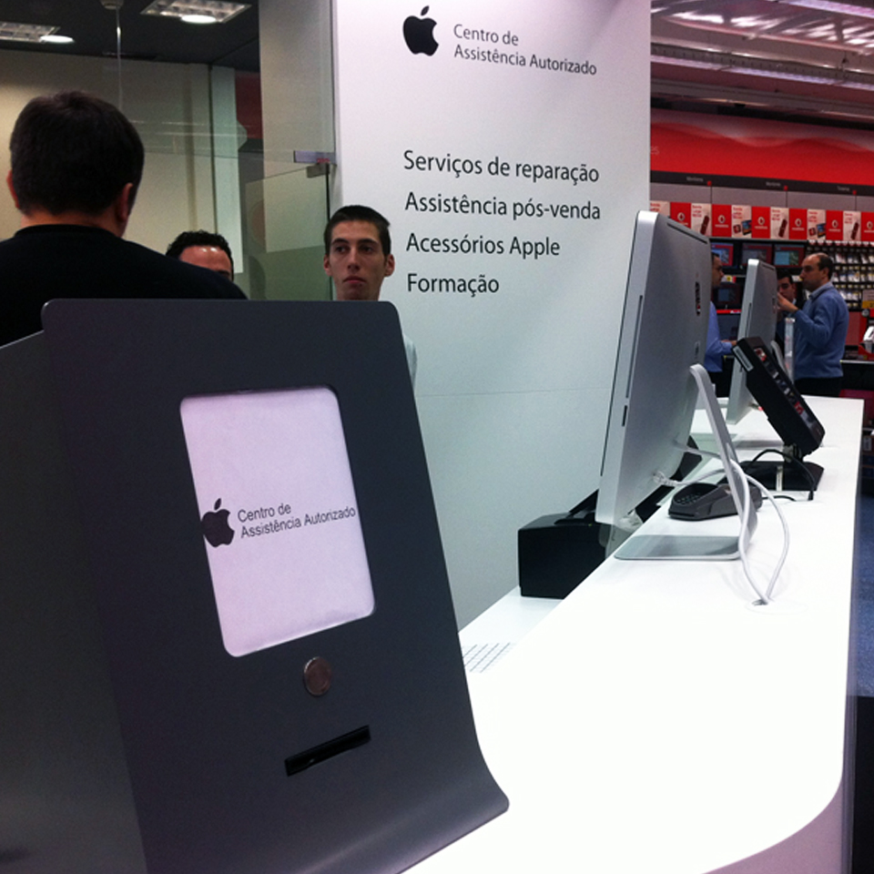 Apple store invests in PARTTEAM & OEMKIOSKS queue management system