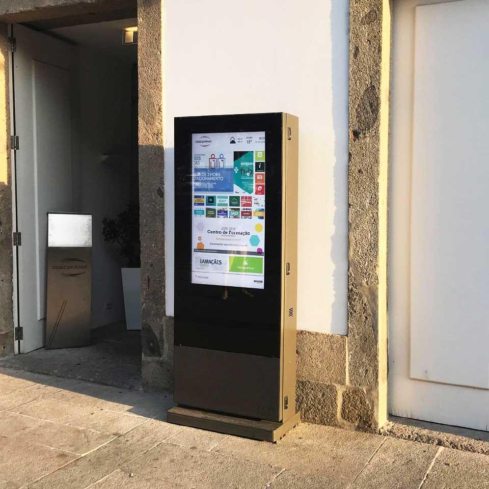DOOH for Casa do Professor in Braga