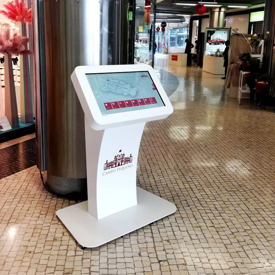 Campo Pequeno Shopping Center Invests in the STRONG Interactive Table