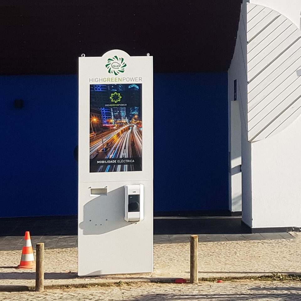 PARTTEAM & OEMKIOSKS Kiosk for Electric Vehicle Charging