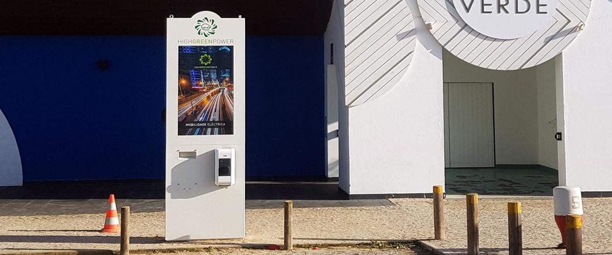 Quiosque da PARTTEAM & OEMKIOSKS para Carregamento de Veículos Eléctricos