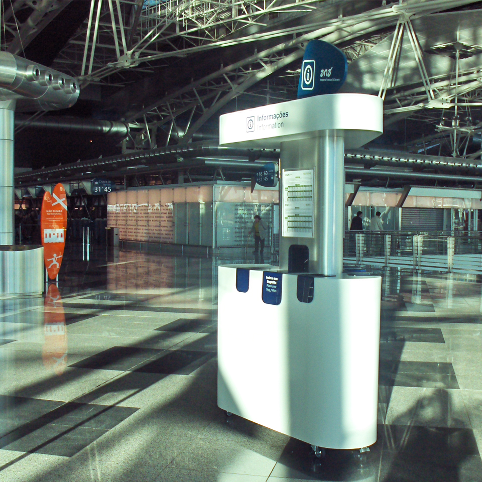 PARTTEAM & OEMKIOSKS produces service stations for Francisco Sá Carneiro Airport