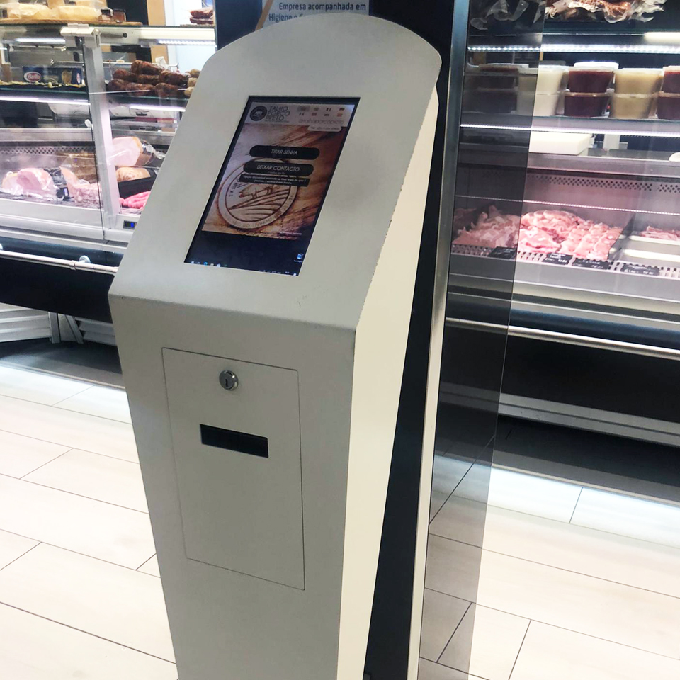 Butcher shop Talho Porco Preto in Setúbal invests in QMAGINE customer service and queue management system