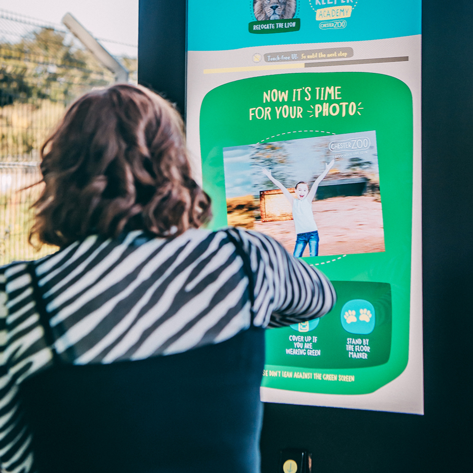Zoo in the United Kingdom invites to a dynamic experience with Digital Billboard from PARTTEAM & OEMKIOSKS