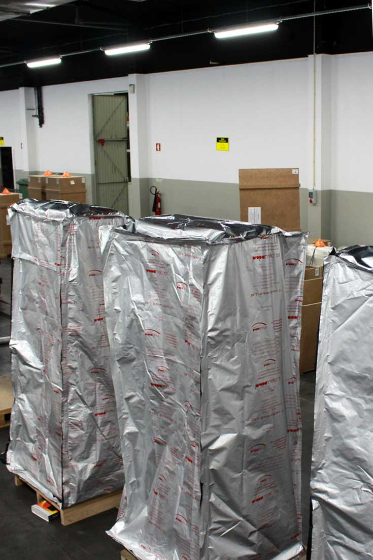 Vacuum packaging for the transportation of digital kiosks and billboards