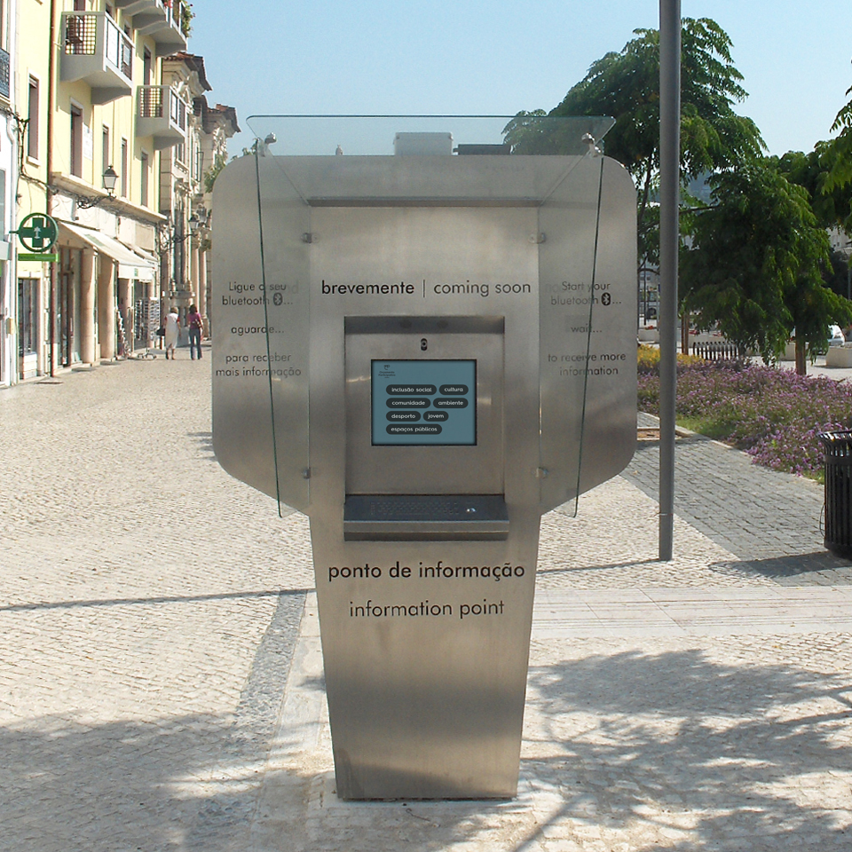 Double-sided kiosks MAYA contribute to the development of Smart Cities in Leiria