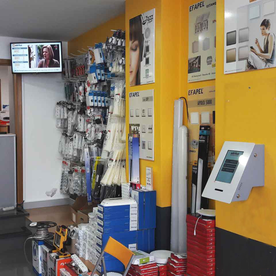 ADRILUZ organizes and modernizes store with PARTTEAM & OEMKIOSKS technology