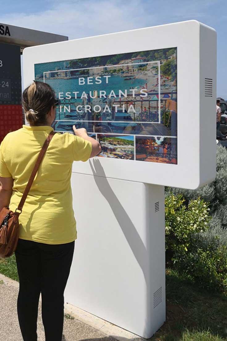 Smart Cities: Interactive digital billboard DOOH for Rovinj Tourism Office in Croatia