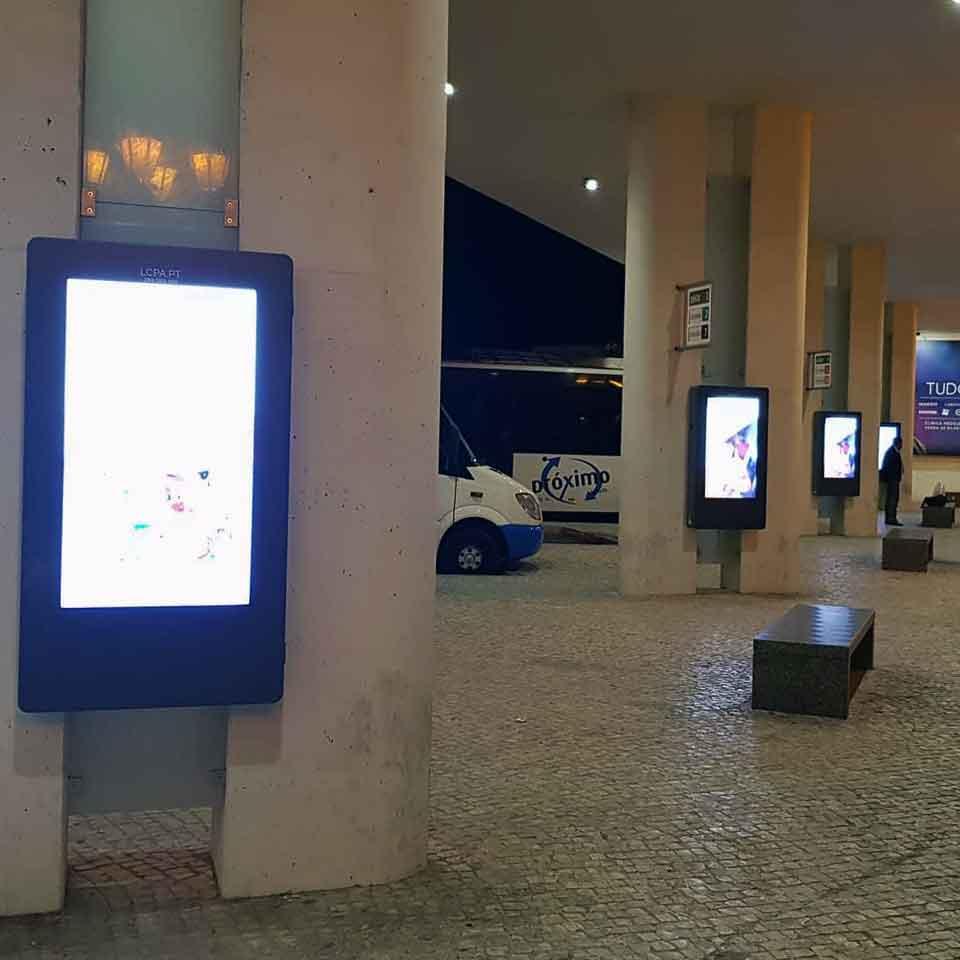 Digital Signage: Faro Bus Station focuses on technology