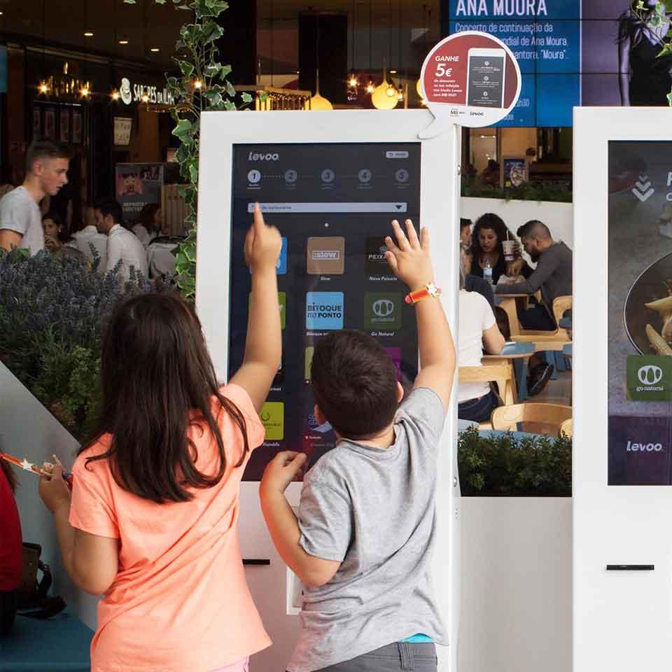 Restaurants: Self-service digital kiosks improve customer experience