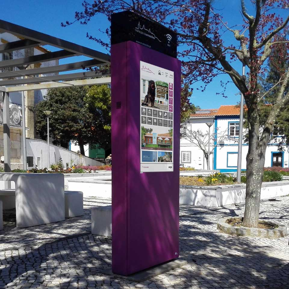 Free Wi-Fi: Digital billboard DOOH for the village of Arronches in Portugal
