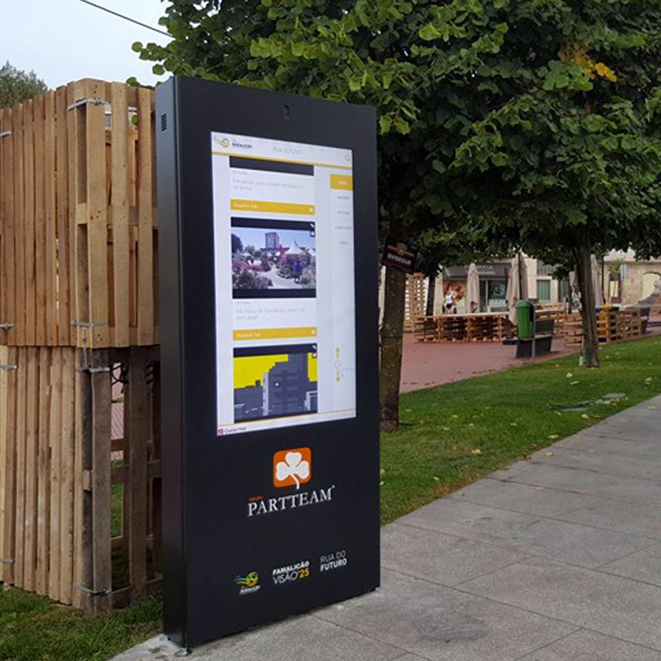 PLASMV digital billboard  from PARTTEAM & OEMKIOSKS for the center of Famalicão