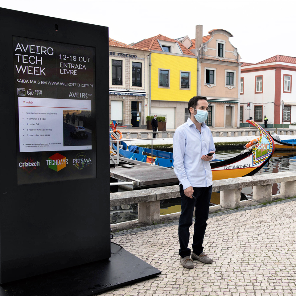 Technology is debated at Aveiro Tech Week, with the contribution of PARTTEAM & OEMKIOSKS digital billboards