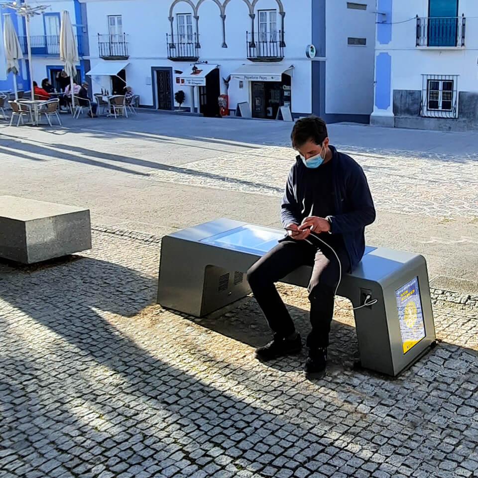 Arraiolos invests in sustainability with smart bench SITTIN and digital billboard PLASMV