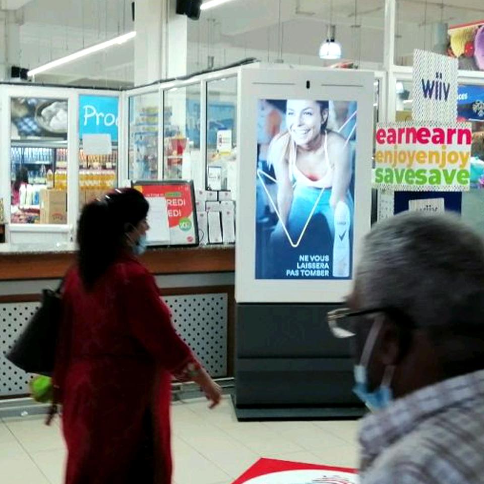 PARTTEAM & OEMKIOSKS produces digital billboards for digital signage network