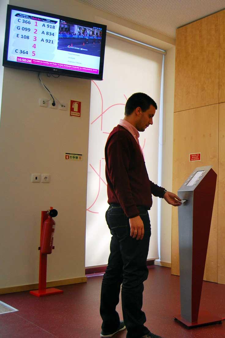 Queue Management for Previdência Familiar in Porto