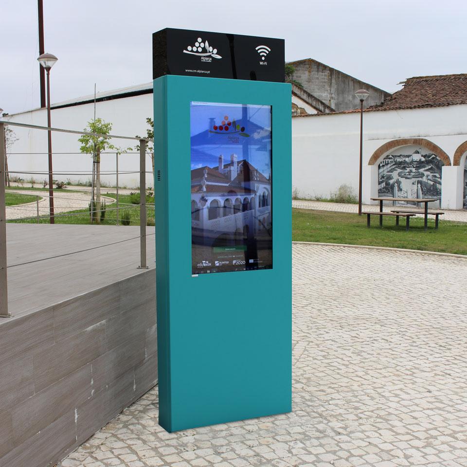 Municipality of Alpiarça with PARTTEAM & OEMKIOSKS digital billboard PLASMV