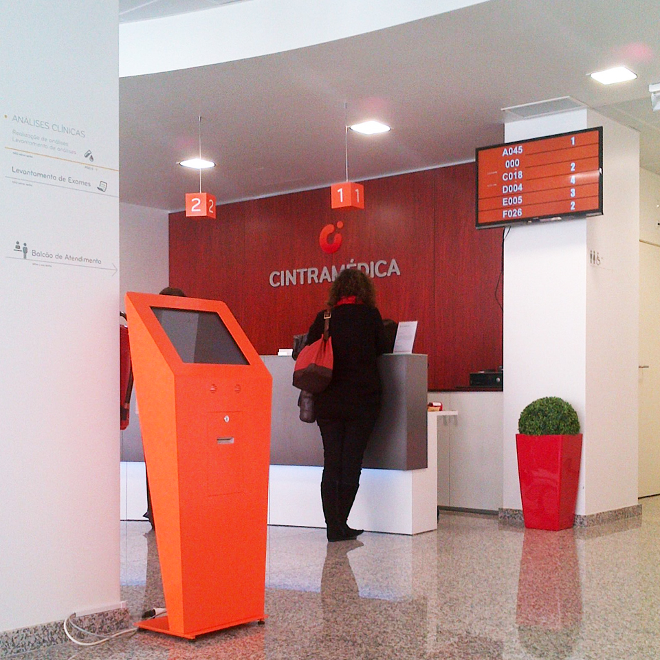 Cintramédica Chooses the DINK Model for the Customer Service System by PARTTEAM & OEMKIOSKS